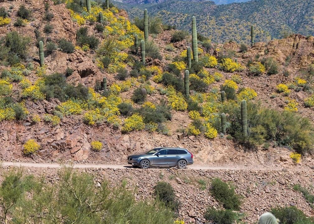 New 2017 V90 Cross Country - volvo driving in desert