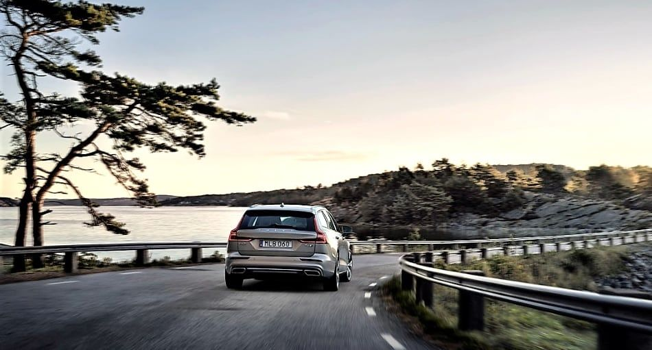 2019 Volvo V60 - driving on highway