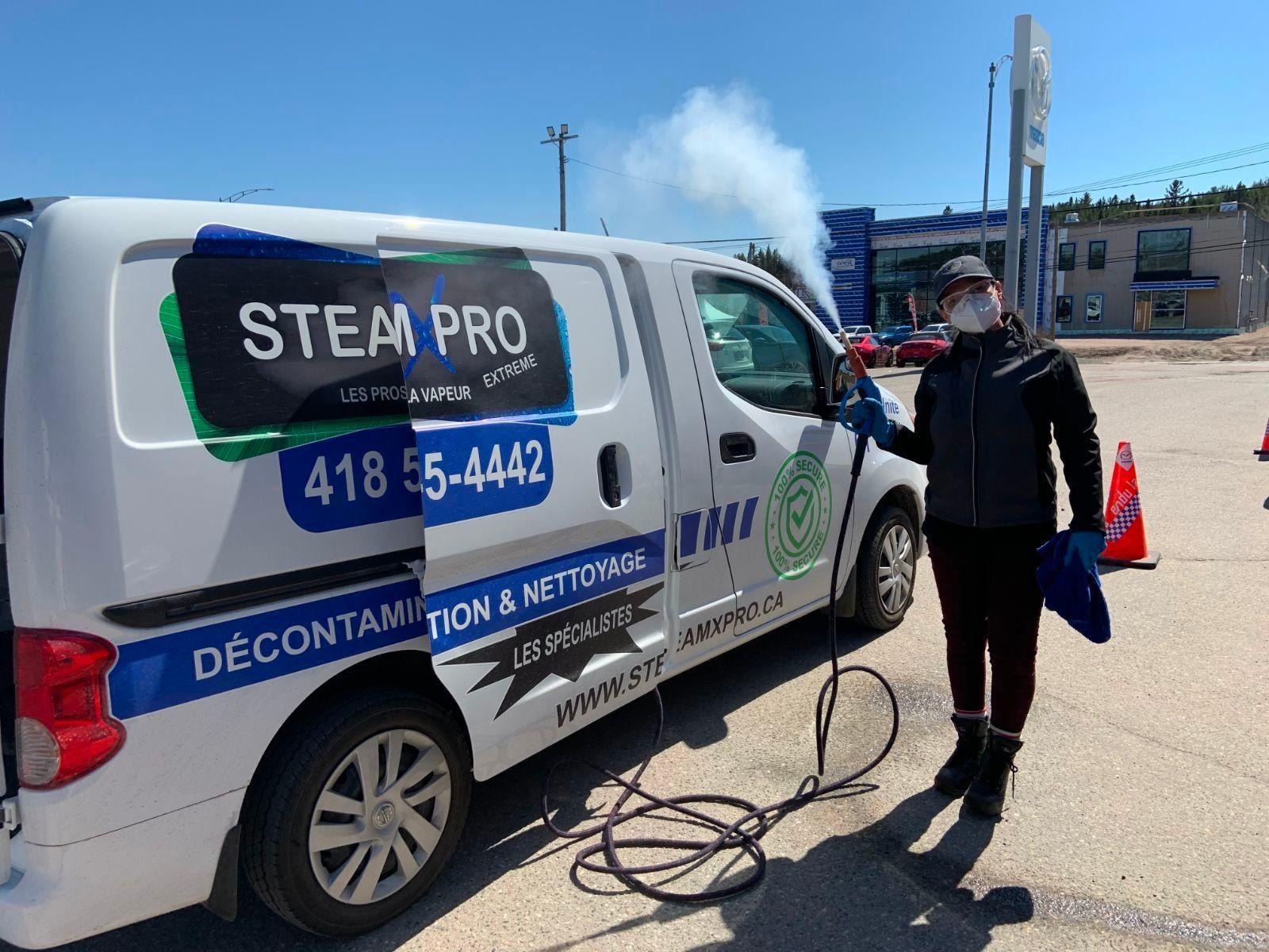 Femme avec un véhicule SteamXPro