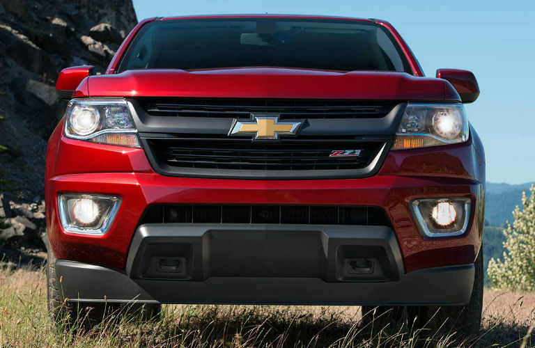 2017 Chevy Colorado features - red model