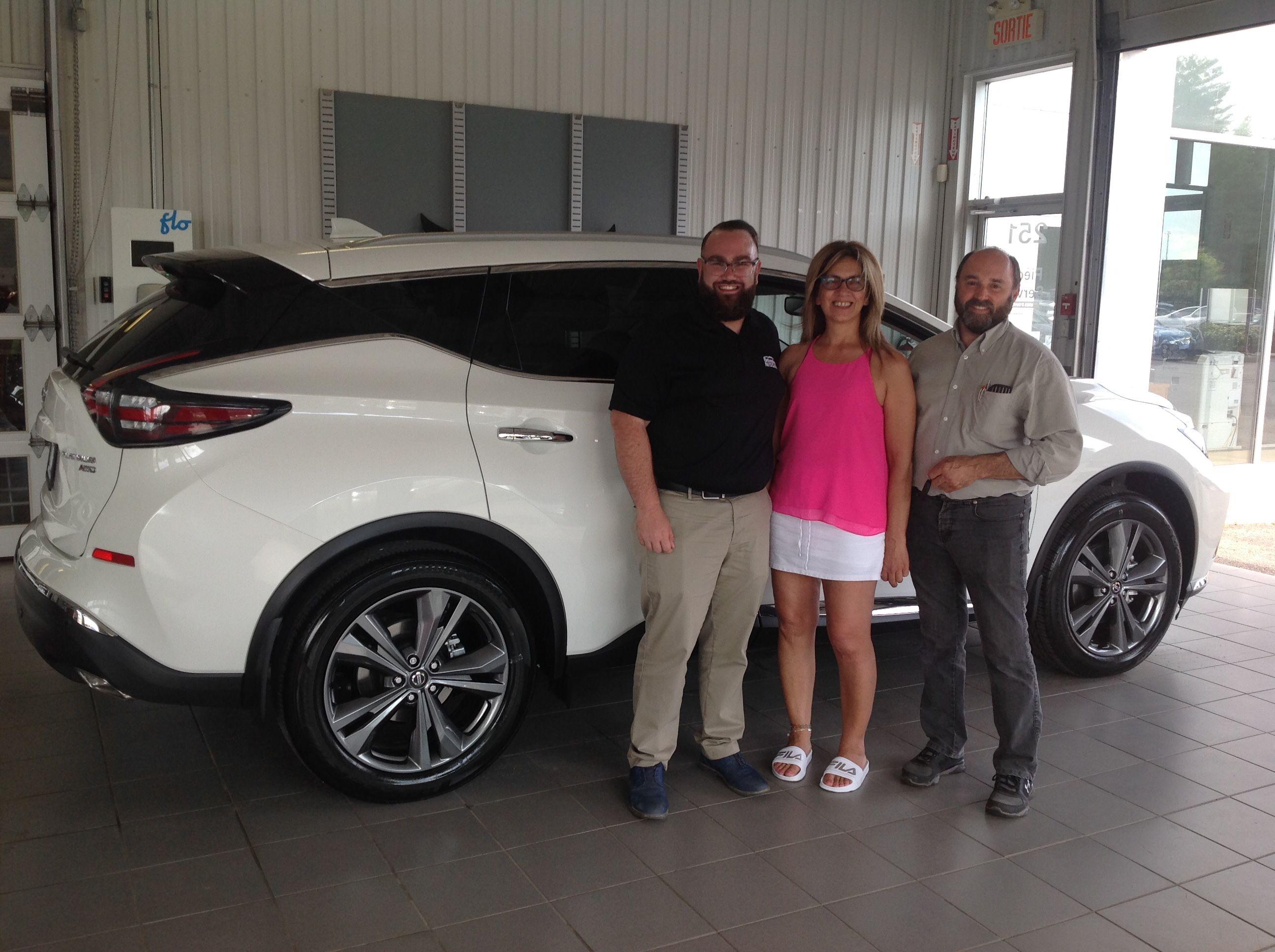 Mme Johanne Proulx de Saint-Jerome fait l'achat d'un Nissan Murano 2019