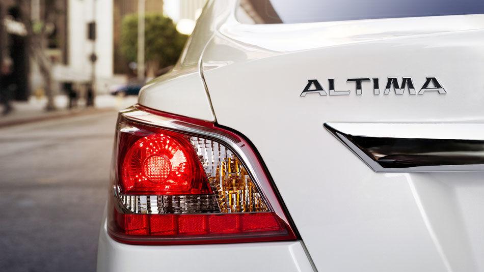 2015 Nissan Altima: The Altima-te