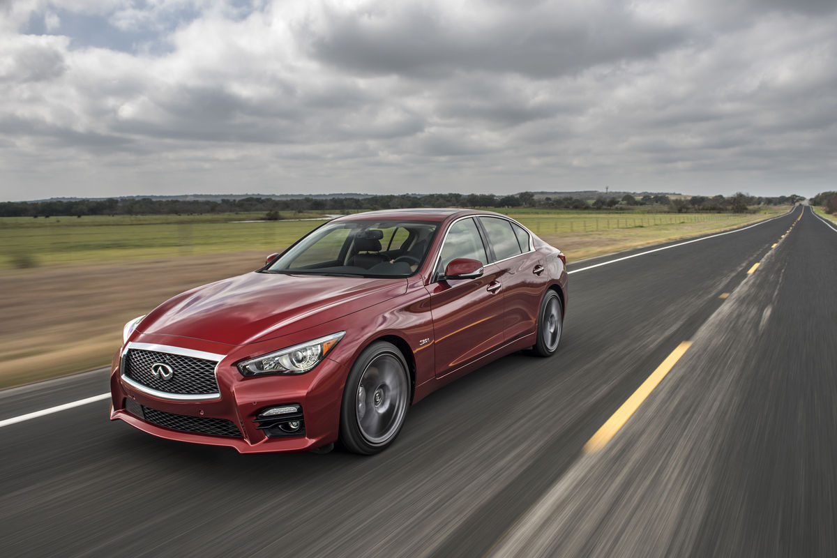 Comparing the 2017 Infiniti Q50 with the 2017 Mercedes-Benz C 300