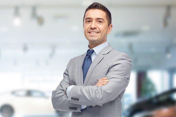 Un conseiller ou une conseillère des ventes