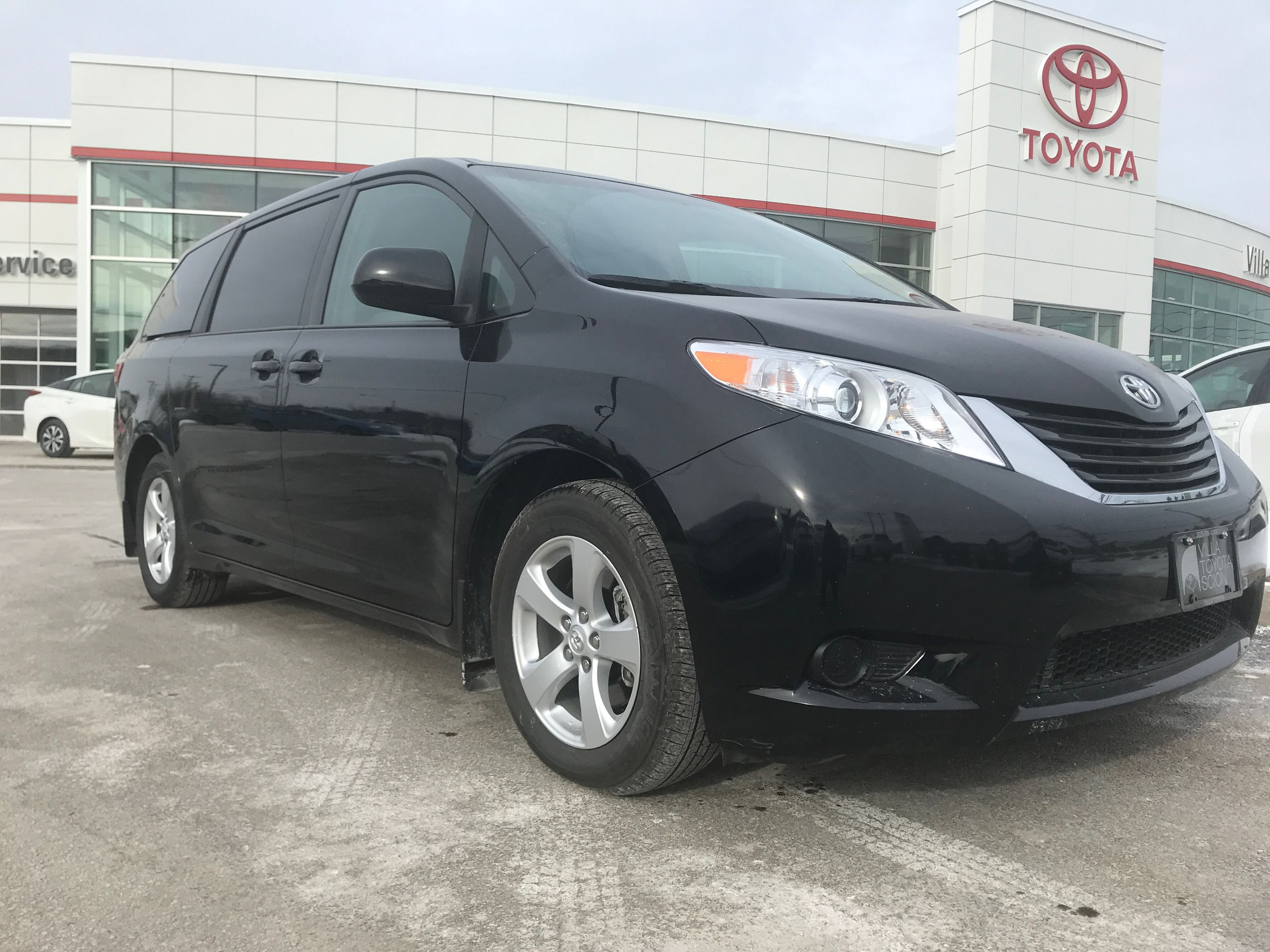 Used 2017 Toyota SIENNA LE 8 PASSENGER V6 LE in Gatineau Used