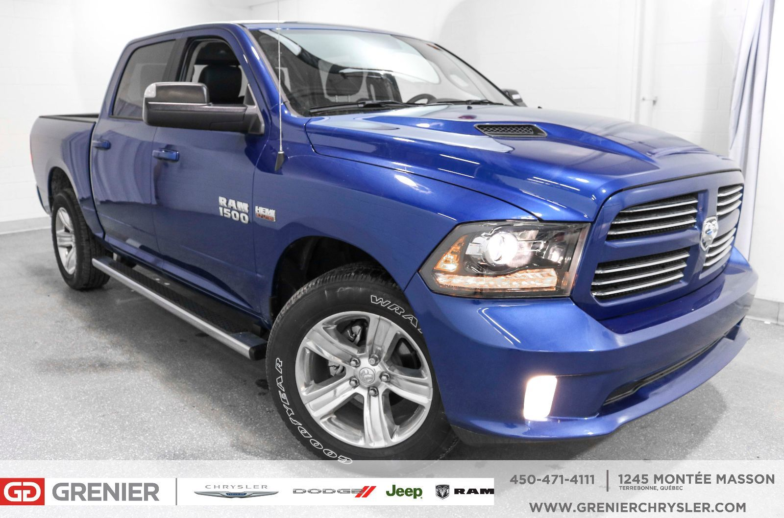 ram 1500 bluetooth cam ra de recul marchepieds 2017 bleu neuf 41995 0 grenier chrysler. Black Bedroom Furniture Sets. Home Design Ideas