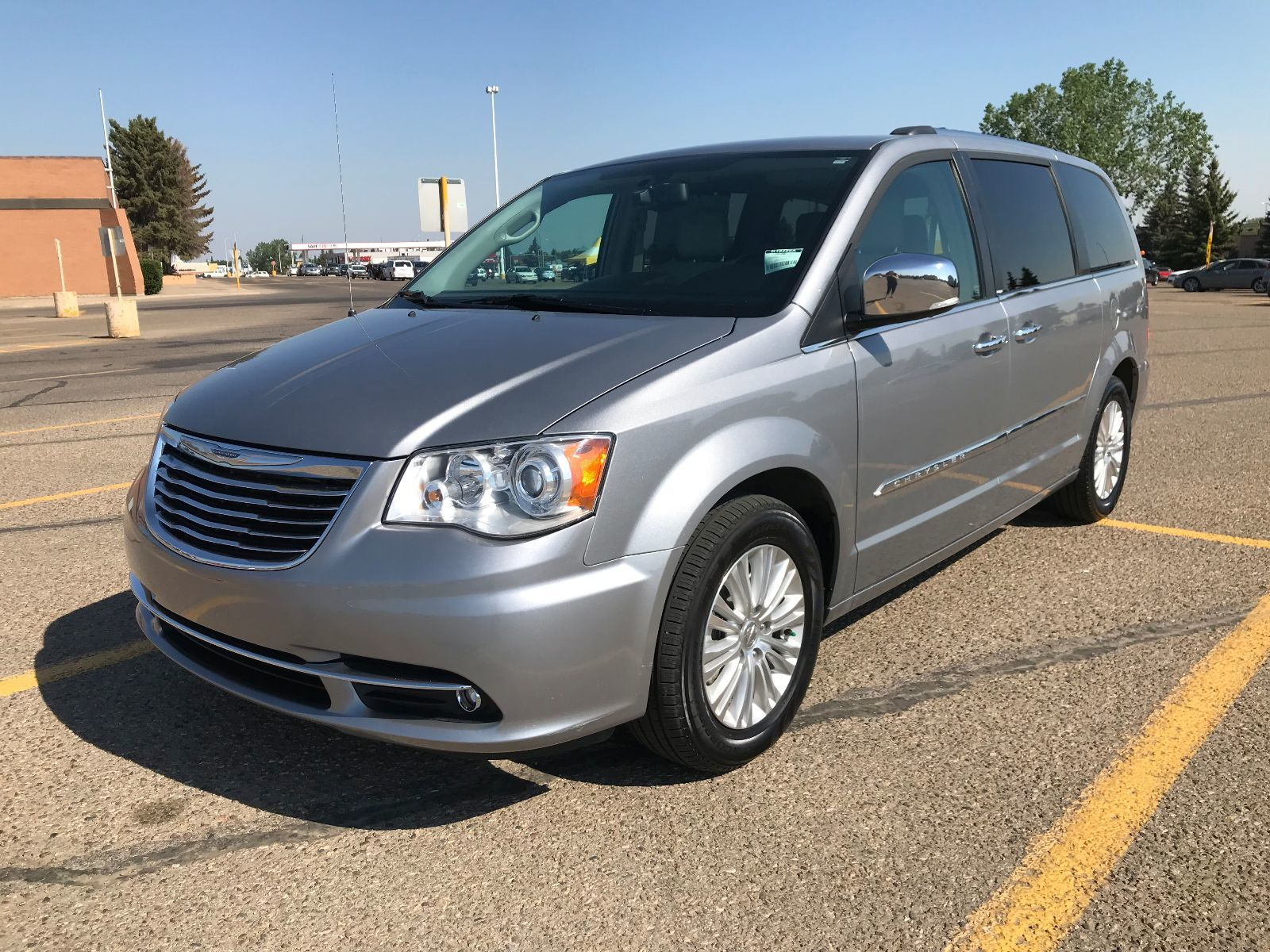momentcar chrysler town and country photos information