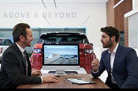 Découvrez toutes les solutions de financement ou de location disponibles pour débuter votre aventure à bord de votre prochain Land Rover.
