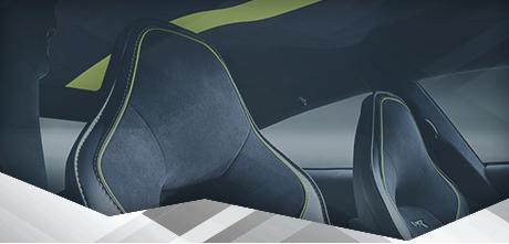 <p>C'est la personnalité qui donne une touche personnelle, aussi légère et subtile soit-elle. Les stylistes Aston Martin connaissent intimement chaque Aston Martin, dans les moindres coutures et jusqu'à la moindre courbe, ce qui vous permet de personnaliser votre Aston Martin jusque dans les détails les plus infimes. Des coloris sur mesure, des représentations très personnelles ou encore une finition et des matières aux motifs exclusifs : autant de choix possibles pour répondre au plus près à vos préférences. Q by Aston Martin vient étoffer la plate-forme stylistique qui sous-tend chaque Aston Martin. Aucun détail n'est trop infime, ni aucune demande trop spécifique pour notre équipe d'experts.</p> DE SUBTILES NOTES DE PERSONNALISATION