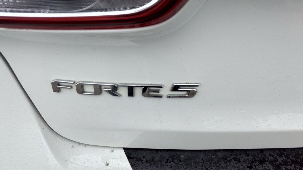 Kia Forte 5-Door LX +