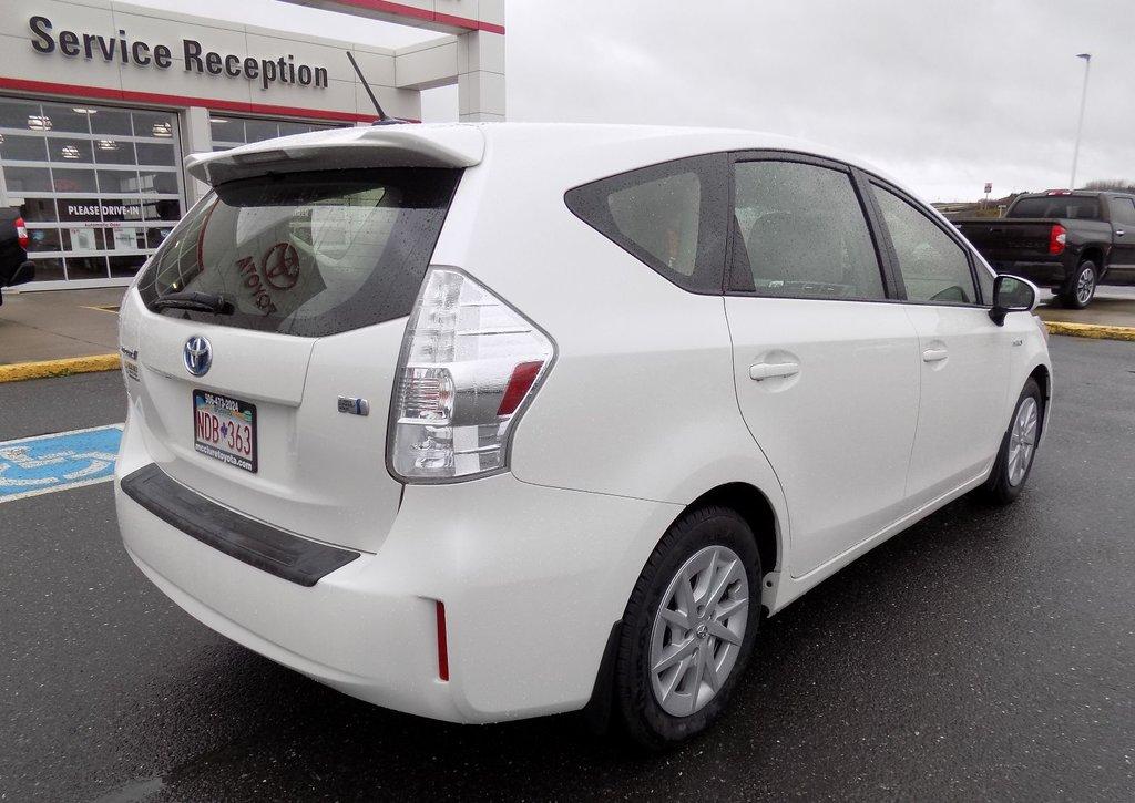 Toyota Prius v Hybrid