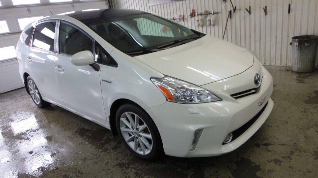 Toyota Prius v TOURING