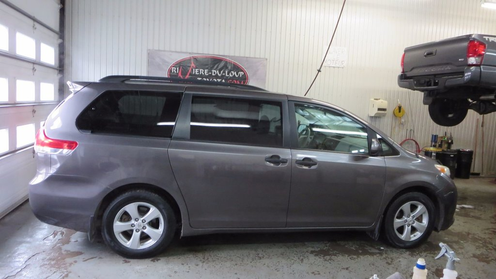 Toyota Sienna Base