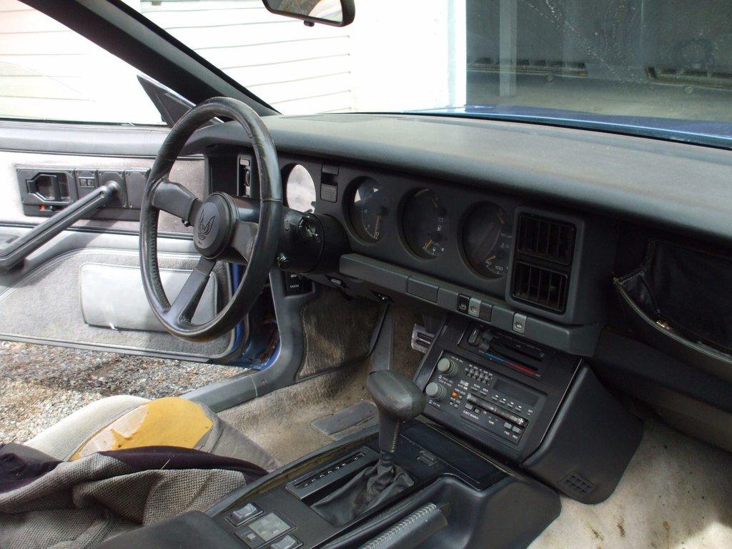1986 pontiac trans am un seul proprio moteur 350 t top a voir d 39 occasion vendre pour 4 989. Black Bedroom Furniture Sets. Home Design Ideas