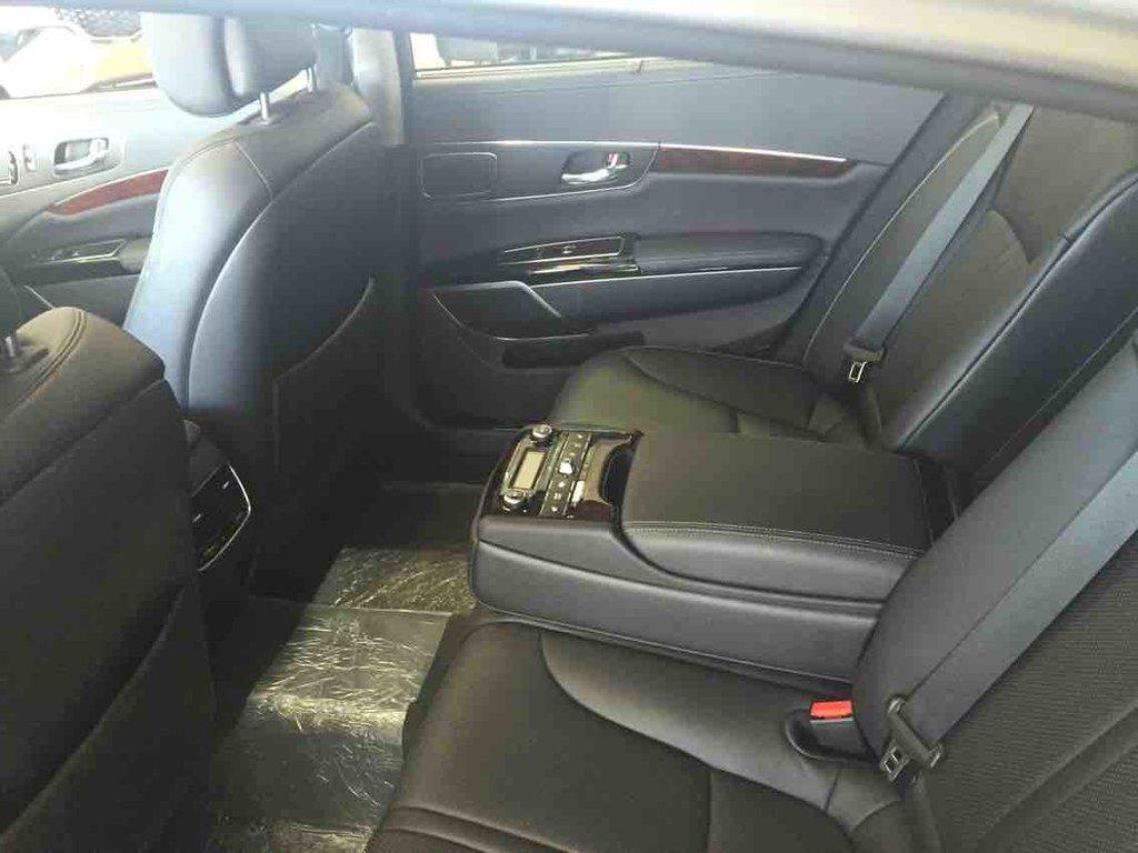 Kia K900 Premium