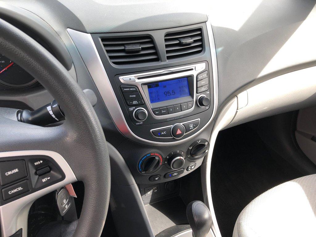 Hyundai Accent GL - SEDAN