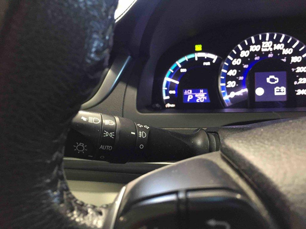 Toyota Camry Hybrid XLE, ÉCONOMIE D'ESSENCE EXEMPLAIRE