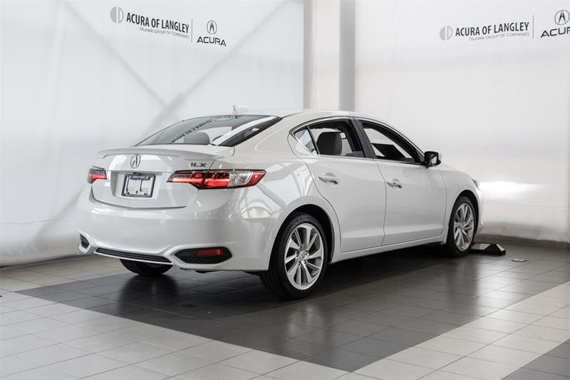 2016 Acura ILX Technology in Langley, British Columbia - 6 - w1024h768px