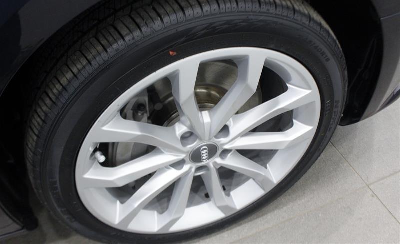 2016 Audi A4 2.0T Komfort plus quattro 6sp in Regina, Saskatchewan - 18 - w1024h768px