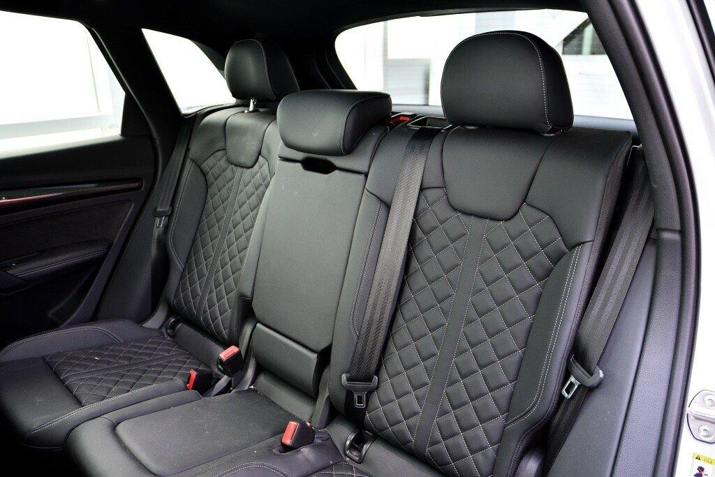 Audi SQ5 PROGRESSIV + LA PLACE POUR UN SQ5 2018 à St-Bruno, Québec - 18 - w1024h768px