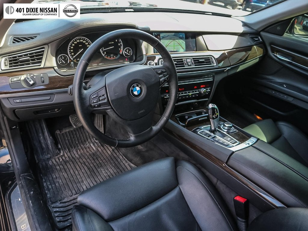 2012 BMW 750i xDrive in Mississauga, Ontario - 8 - w1024h768px