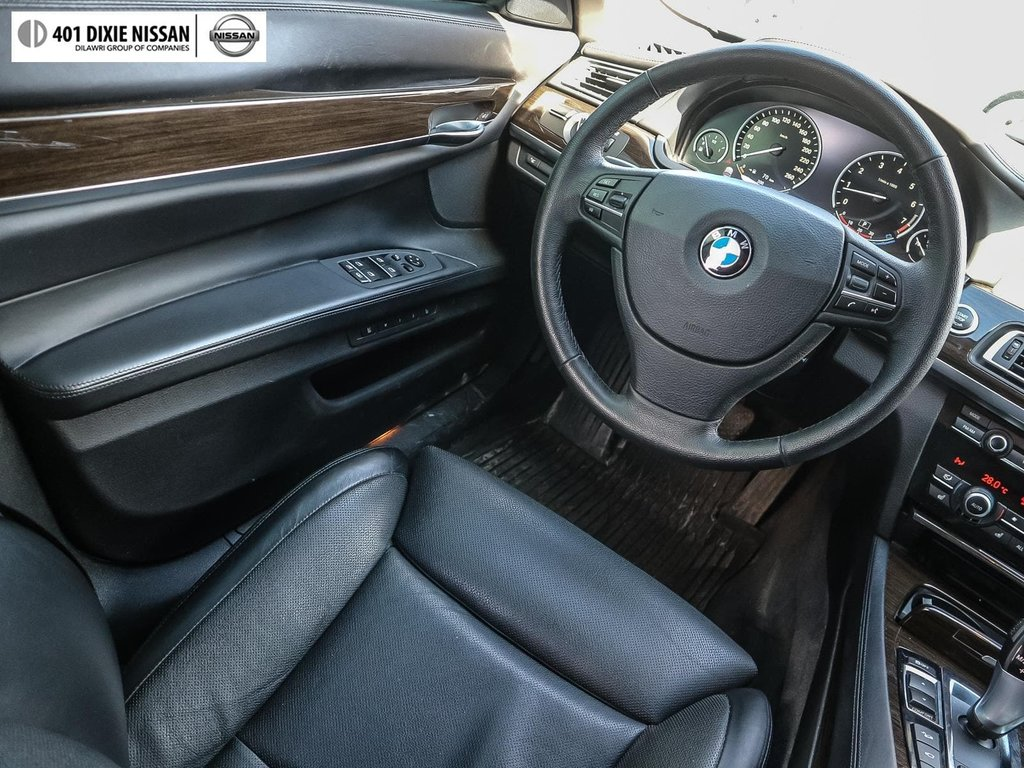 2012 BMW 750i xDrive in Mississauga, Ontario - 11 - w1024h768px