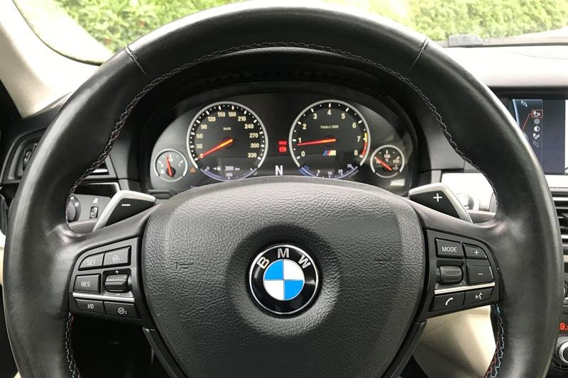 2012 BMW M5 in North Vancouver, British Columbia - 3 - w1024h768px