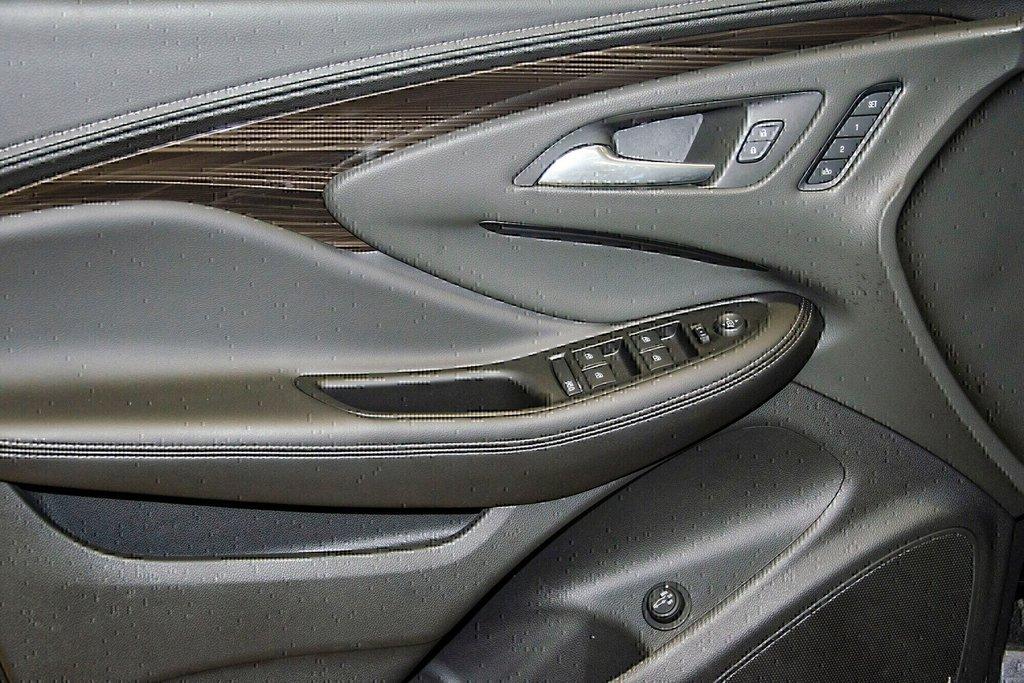 2019 Buick ENVISION Premium in Dollard-des-Ormeaux, Quebec - 17 - w1024h768px