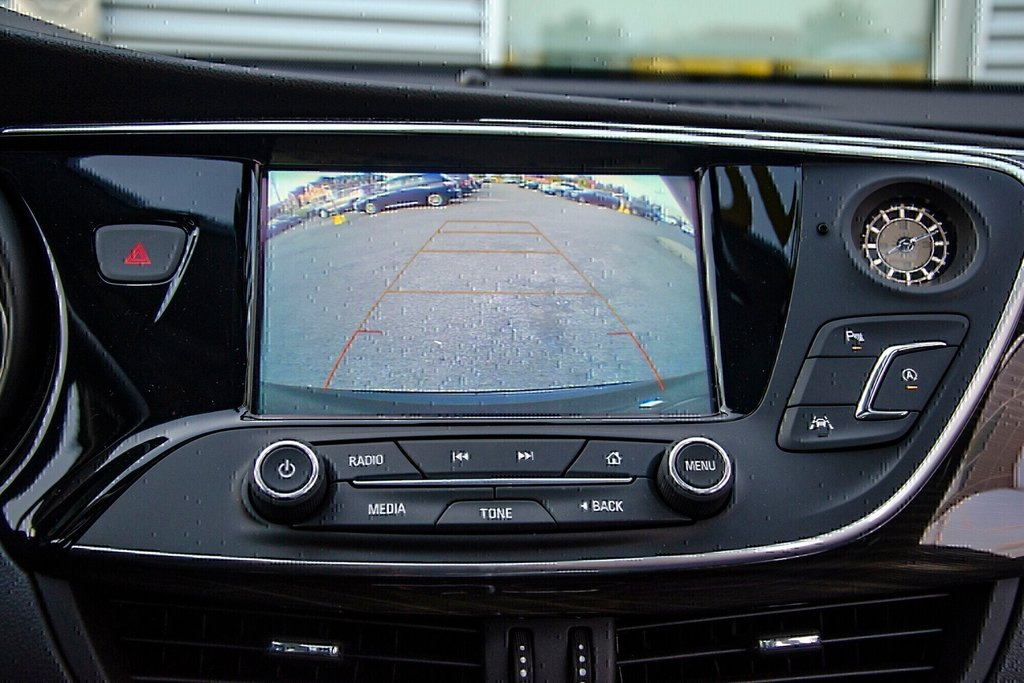 2019 Buick ENVISION Premium in Dollard-des-Ormeaux, Quebec - 12 - w1024h768px