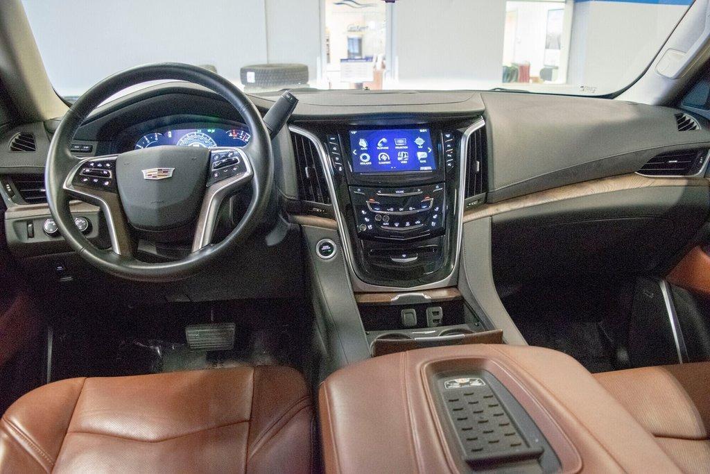2017 Cadillac Escalade ESV Premium Luxury in Dollard-des-Ormeaux, Quebec - 23 - w1024h768px