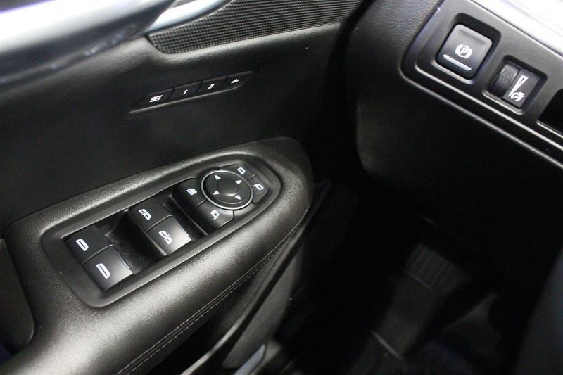 2017 Cadillac XT5 AWD Premium Luxury in Regina, Saskatchewan - 3 - w1024h768px