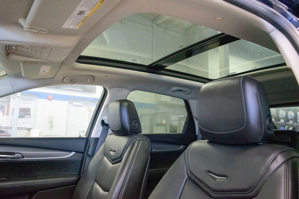 2017 Cadillac XT5 Luxury ** TOIT PANO ** AWD ** in Dollard-des-Ormeaux, Quebec - 24 - w1024h768px