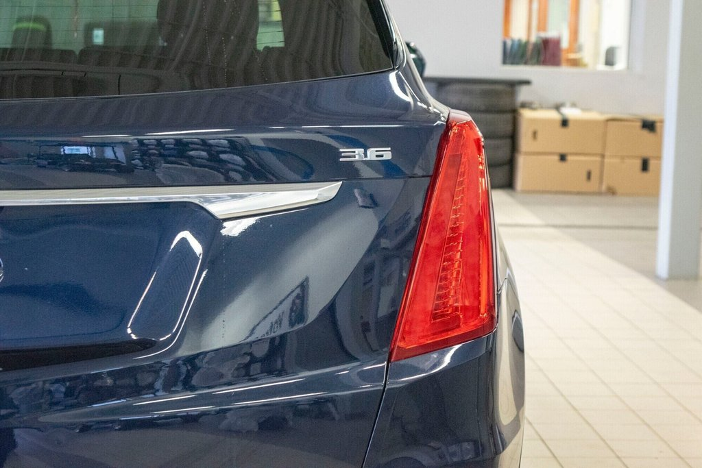 2017 Cadillac XT5 Luxury ** TOIT PANO ** AWD ** in Dollard-des-Ormeaux, Quebec - 34 - w1024h768px