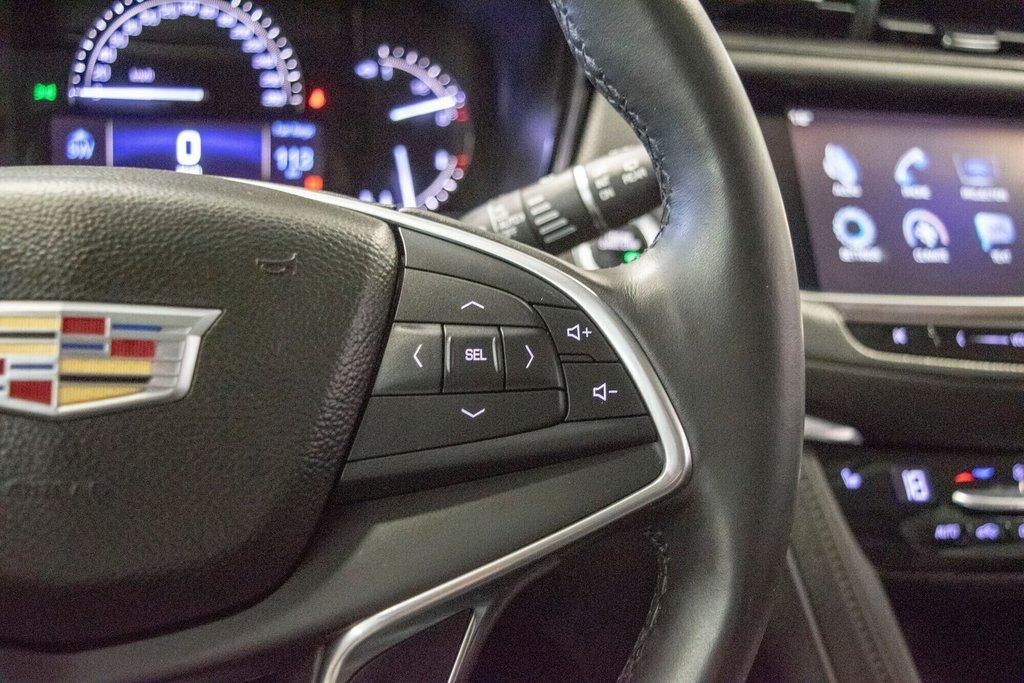 2017 Cadillac XT5 Luxury ** TOIT PANO ** AWD ** in Dollard-des-Ormeaux, Quebec - 12 - w1024h768px