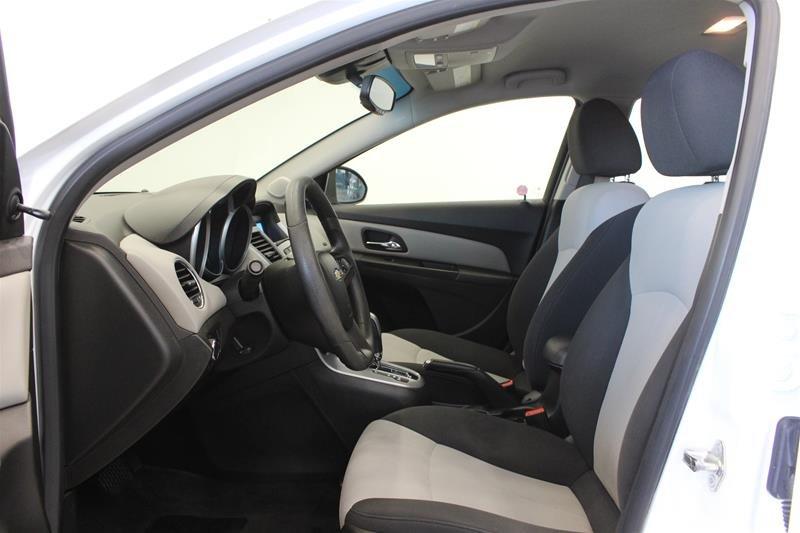 2011 Chevrolet Cruze LS Sedan in Regina, Saskatchewan - 9 - w1024h768px
