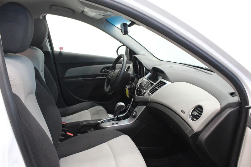 2011 Chevrolet Cruze LS Sedan in Regina, Saskatchewan - 14 - w1024h768px