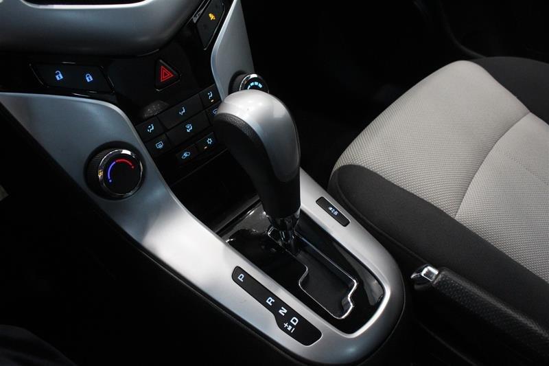 2011 Chevrolet Cruze LS Sedan in Regina, Saskatchewan - 4 - w1024h768px