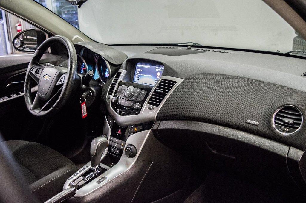 2015 Chevrolet Cruze LT  **GROUPE ELECTRIQUE ** CAMERA ** in Dollard-des-Ormeaux, Quebec - 9 - w1024h768px