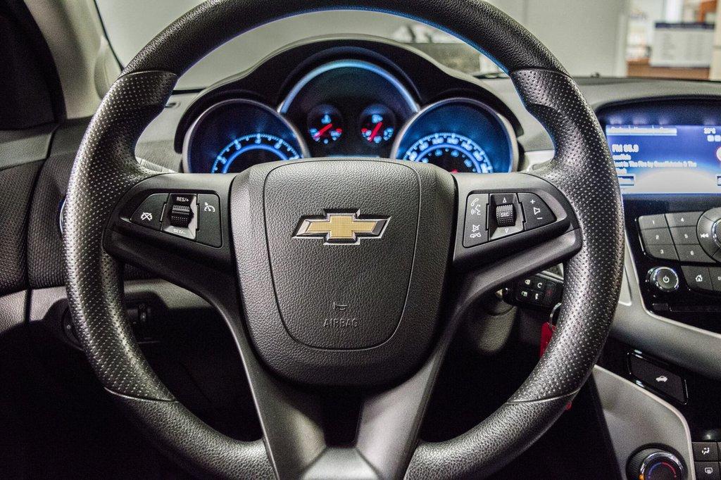 2015 Chevrolet Cruze LT  **GROUPE ELECTRIQUE ** CAMERA ** in Dollard-des-Ormeaux, Quebec - 10 - w1024h768px