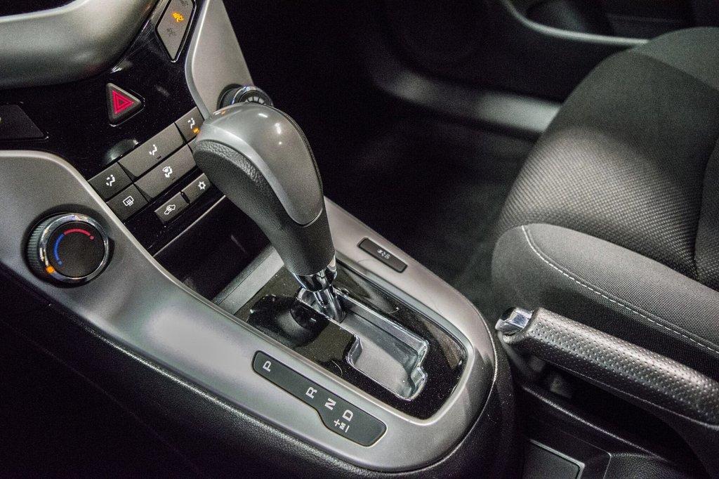 2015 Chevrolet Cruze LT  **GROUPE ELECTRIQUE ** CAMERA ** in Dollard-des-Ormeaux, Quebec - 20 - w1024h768px