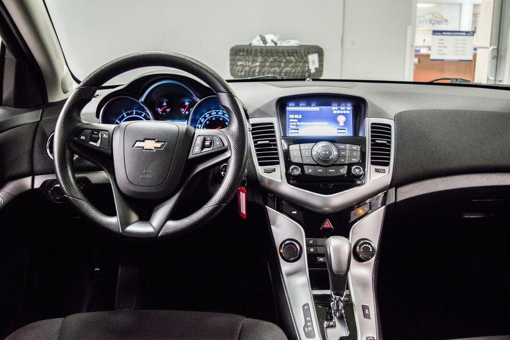 2015 Chevrolet Cruze LT  **GROUPE ELECTRIQUE ** CAMERA ** in Dollard-des-Ormeaux, Quebec - 8 - w1024h768px
