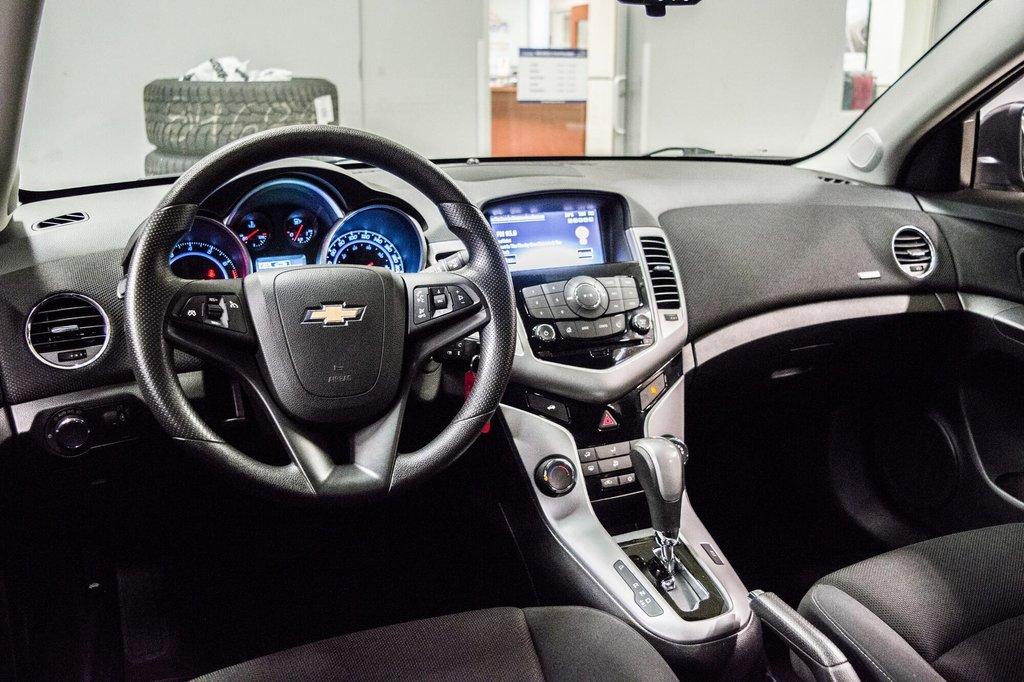 2015 Chevrolet Cruze LT  **GROUPE ELECTRIQUE ** CAMERA ** in Dollard-des-Ormeaux, Quebec - 7 - w1024h768px