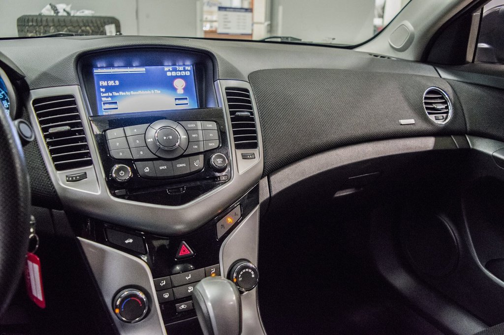 2015 Chevrolet Cruze LT  **GROUPE ELECTRIQUE ** CAMERA ** in Dollard-des-Ormeaux, Quebec - 17 - w1024h768px