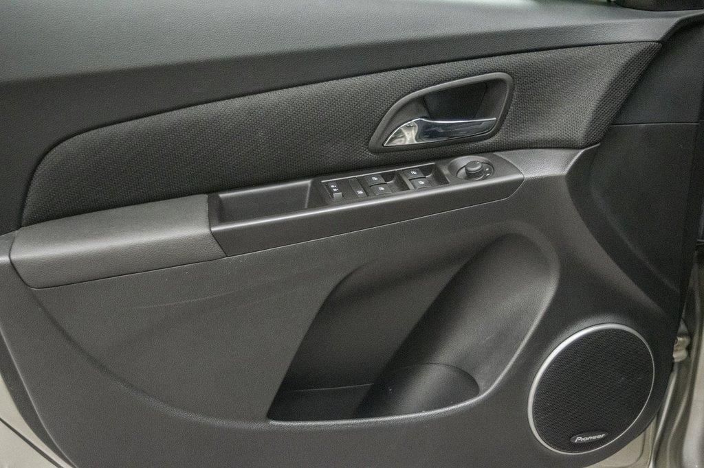 2016 Chevrolet Cruze 2LT ** CUIR ** TOIT ** CAMERA ** in Dollard-des-Ormeaux, Quebec - 30 - w1024h768px