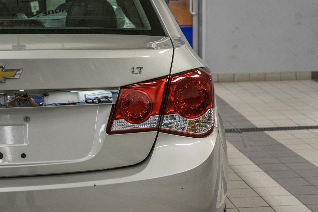 2016 Chevrolet Cruze 2LT ** CUIR ** TOIT ** CAMERA ** in Dollard-des-Ormeaux, Quebec - 35 - w1024h768px