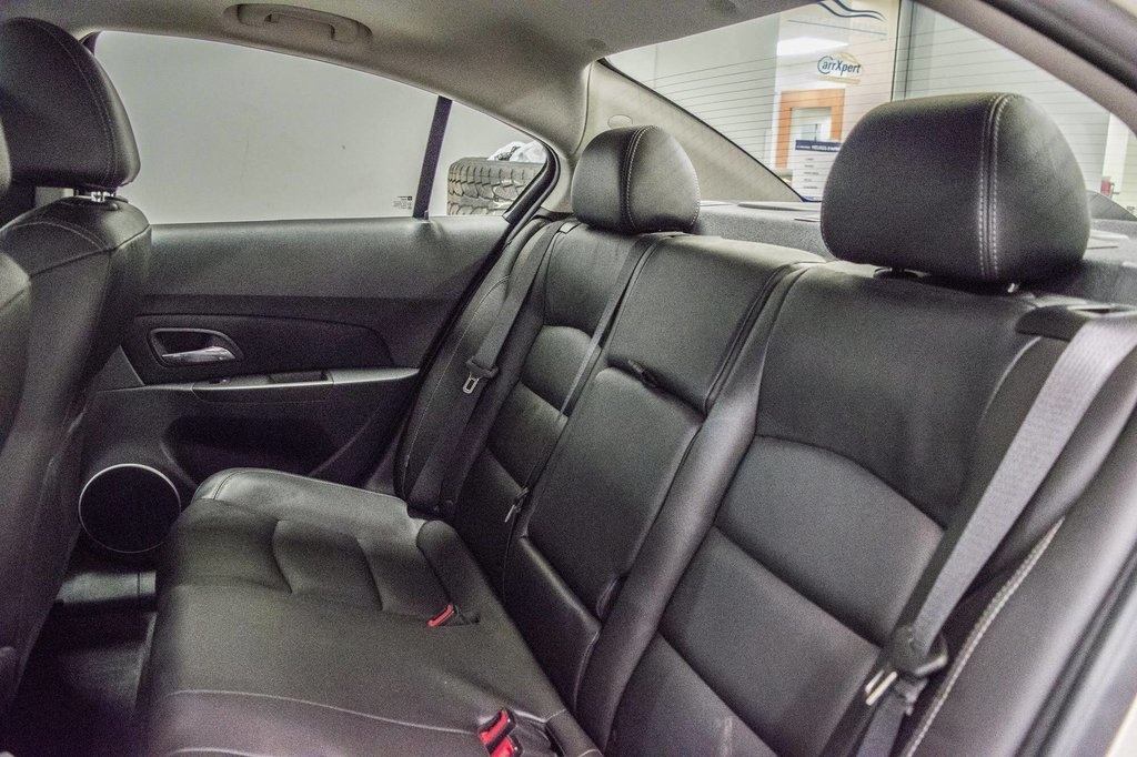 2016 Chevrolet Cruze 2LT ** CUIR ** TOIT ** CAMERA ** in Dollard-des-Ormeaux, Quebec - 32 - w1024h768px
