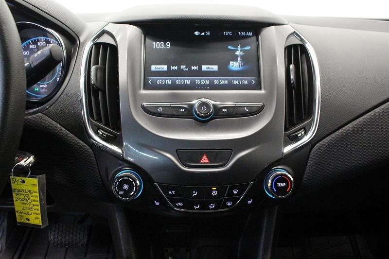 2017 Chevrolet Cruze LT - 6AT in Regina, Saskatchewan - 7 - w1024h768px