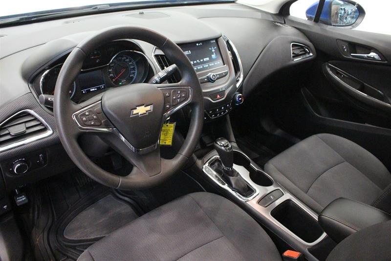 2017 Chevrolet Cruze LT - 6AT in Regina, Saskatchewan - 9 - w1024h768px