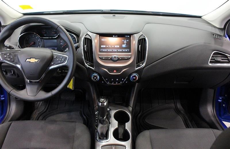 2017 Chevrolet Cruze LT - 6AT in Regina, Saskatchewan - 14 - w1024h768px