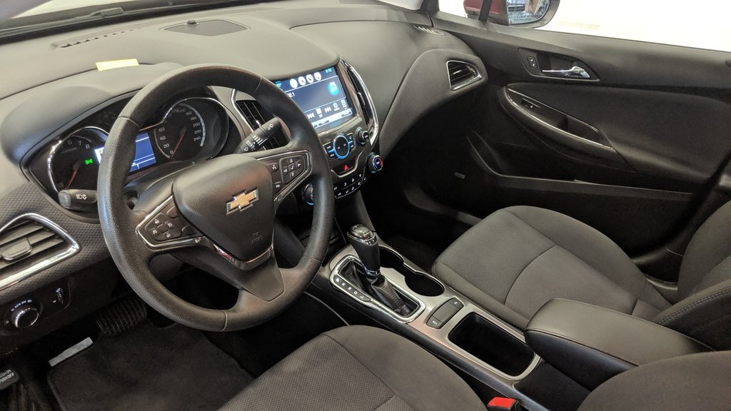 2017 Chevrolet Cruze LT - 6AT in Regina, Saskatchewan - 11 - w1024h768px